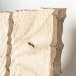 Départ, sculpture autoportante en érable gravée à la gouge