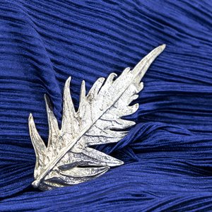 Brooch feather elderberry