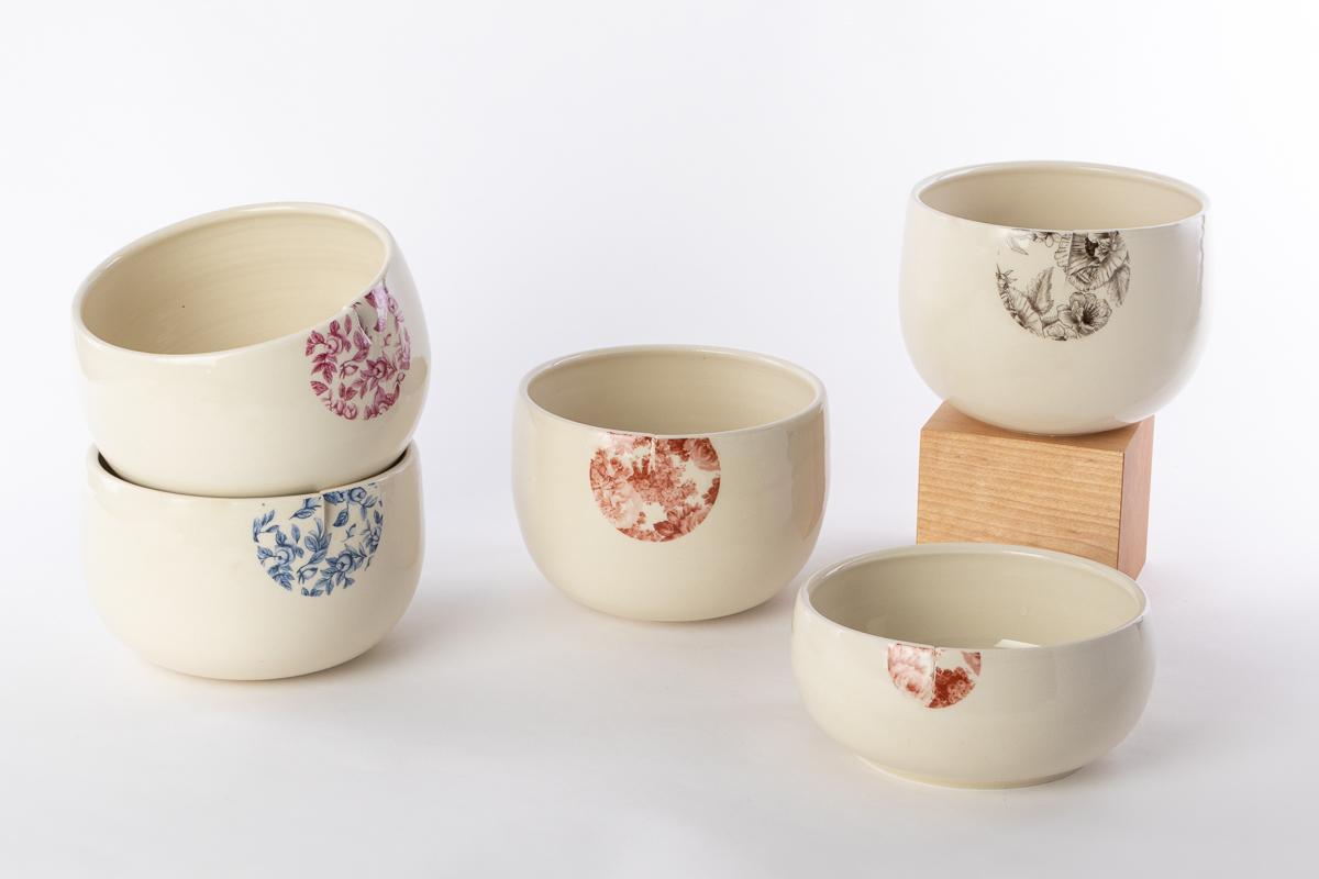 Vue des 5 couleurs de bols repas en céramique disponibles